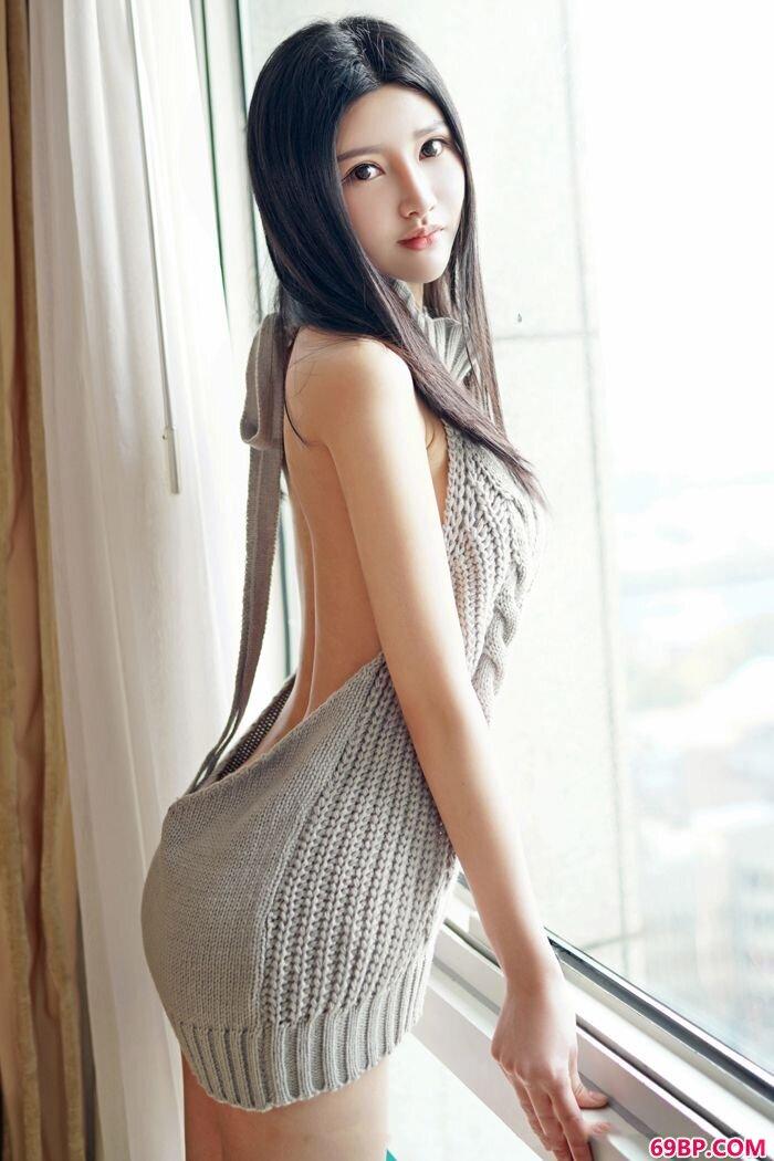 性感美娇娘姗姗黑色丁字裤诱惑动人_放荡尤物