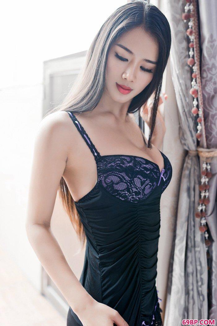 长头发美女桃瓣儿翘高美臀诱人你_gogo人体大尺香蕉