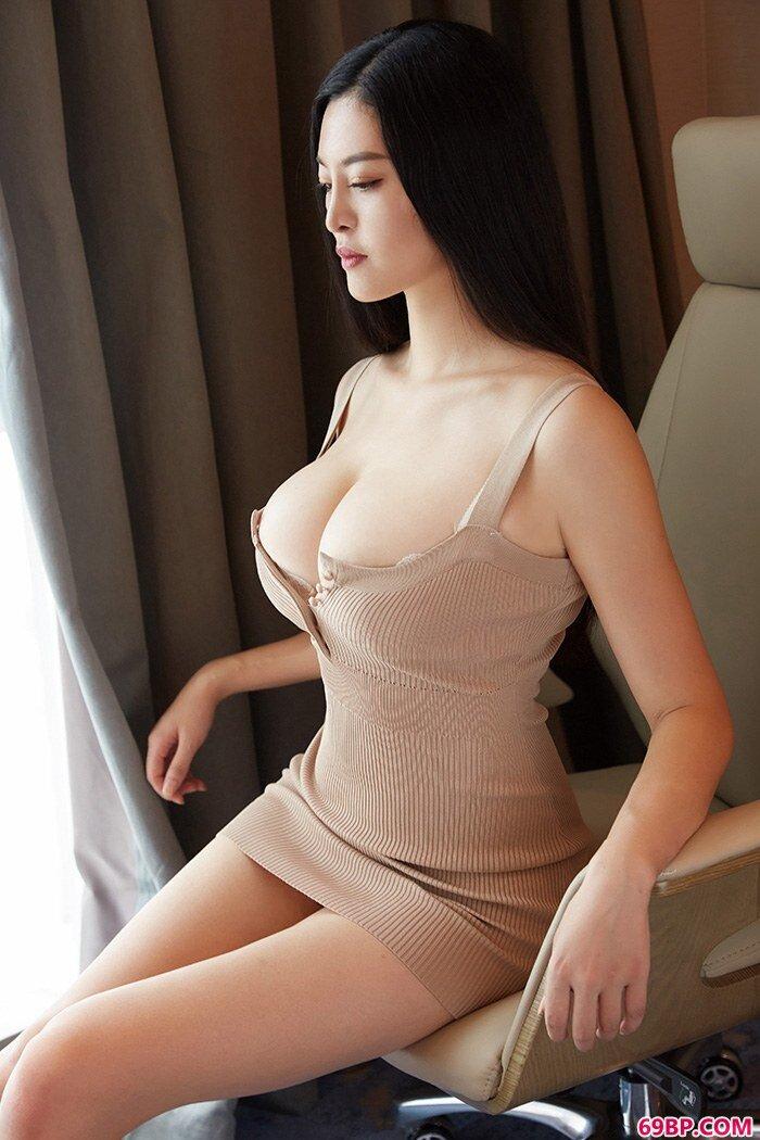 蜜桃mm索菲娅写真照豪乳肥臀样样秀_日本一本二本三区大道高清