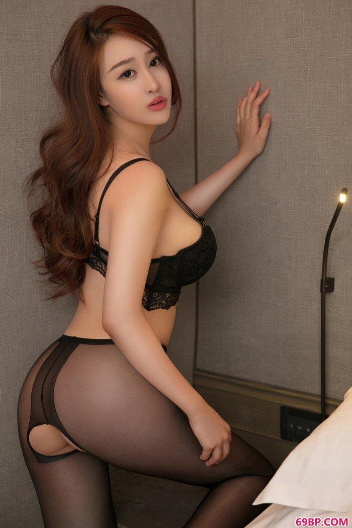 媚惑淑女金禹熙丰乳肥臀惊爆眼球_扒开她的黑森林让我添