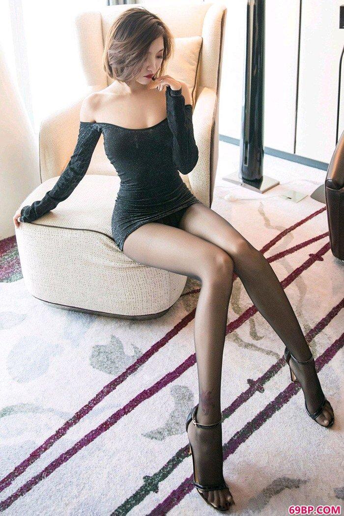 短发御姐冯木木丝袜修长美腿分外撩人_日本窝体大胆艺术