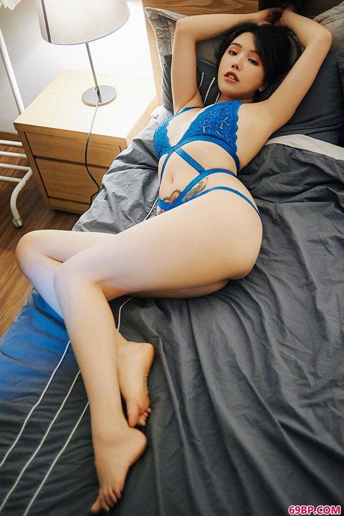 嫩模女郎黄乐然情趣泳装白皙胴体_日本窝体大胆艺术照