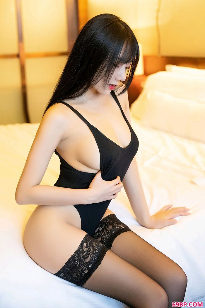 花心女秘何嘉颖美胸香臀沁人心脾_看人体爱人体人体模特