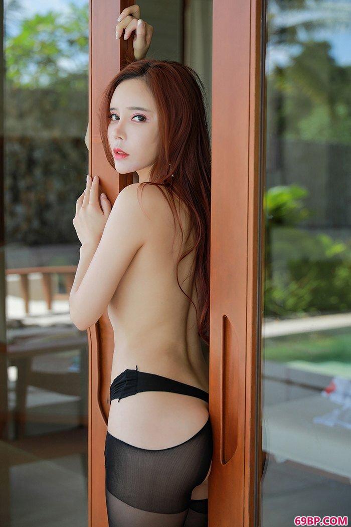 多汁女神艾小青室外露出极度吸眼球_西西人体模特韩国图片