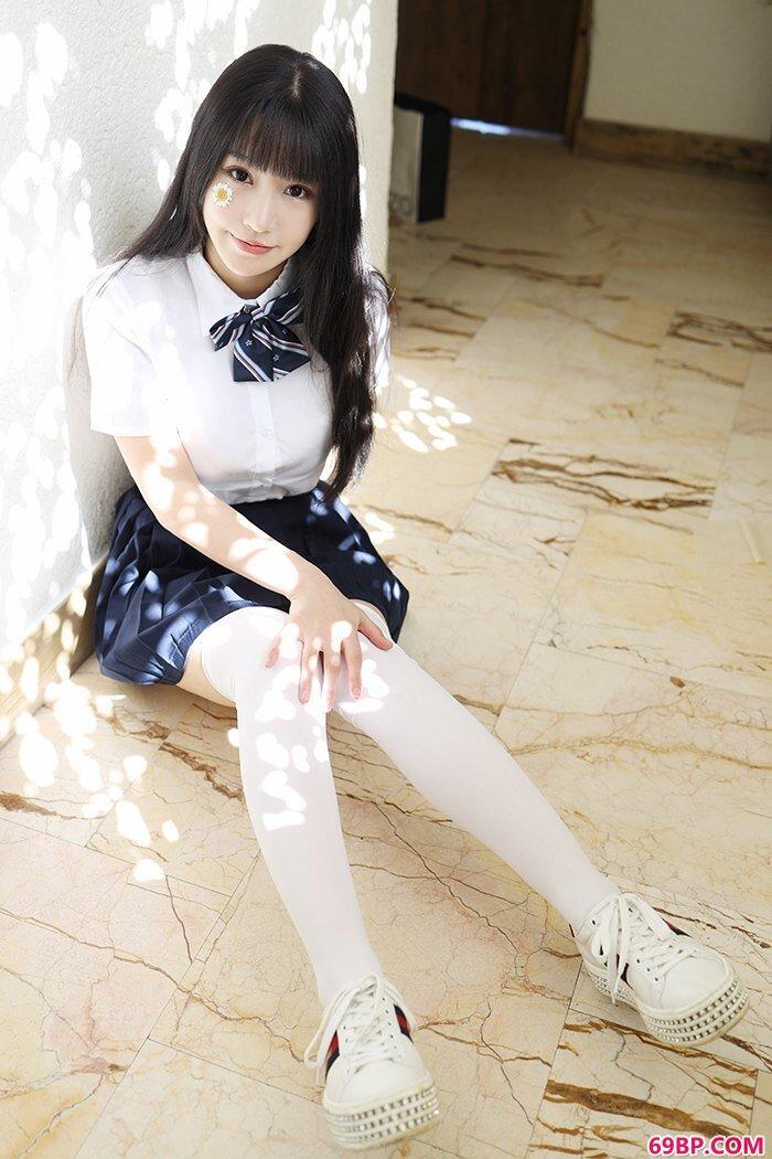 激萌学生妹朱可儿白皙爆乳撩裙诱人_肥臀大乳的乡村熟妇