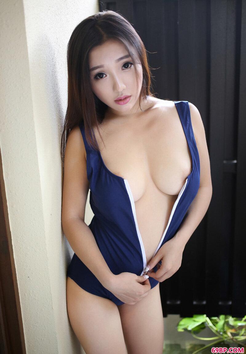 丰腴圆臀妹子天使面容魔鬼身材_西西人体模特美女图片