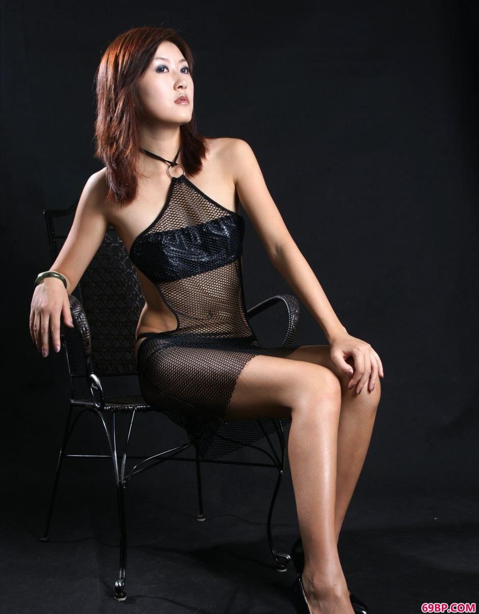 图片棚里的名模晴朗网纱肚兜美体_泰国美女