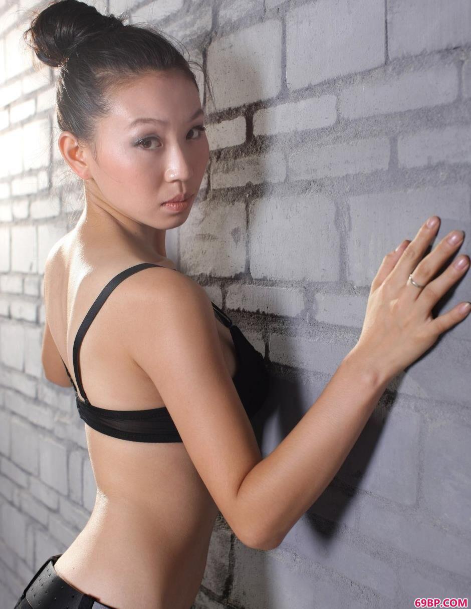 美模金灵室拍高挑人体
