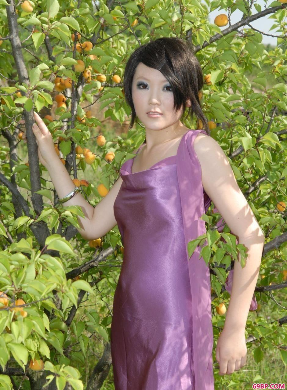 嫩模梦梦树林里的娇小美体1,国模吧GOGO裸体私拍