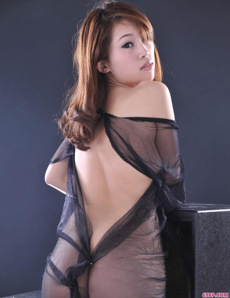 裸模佳佳室拍丰腴人体2