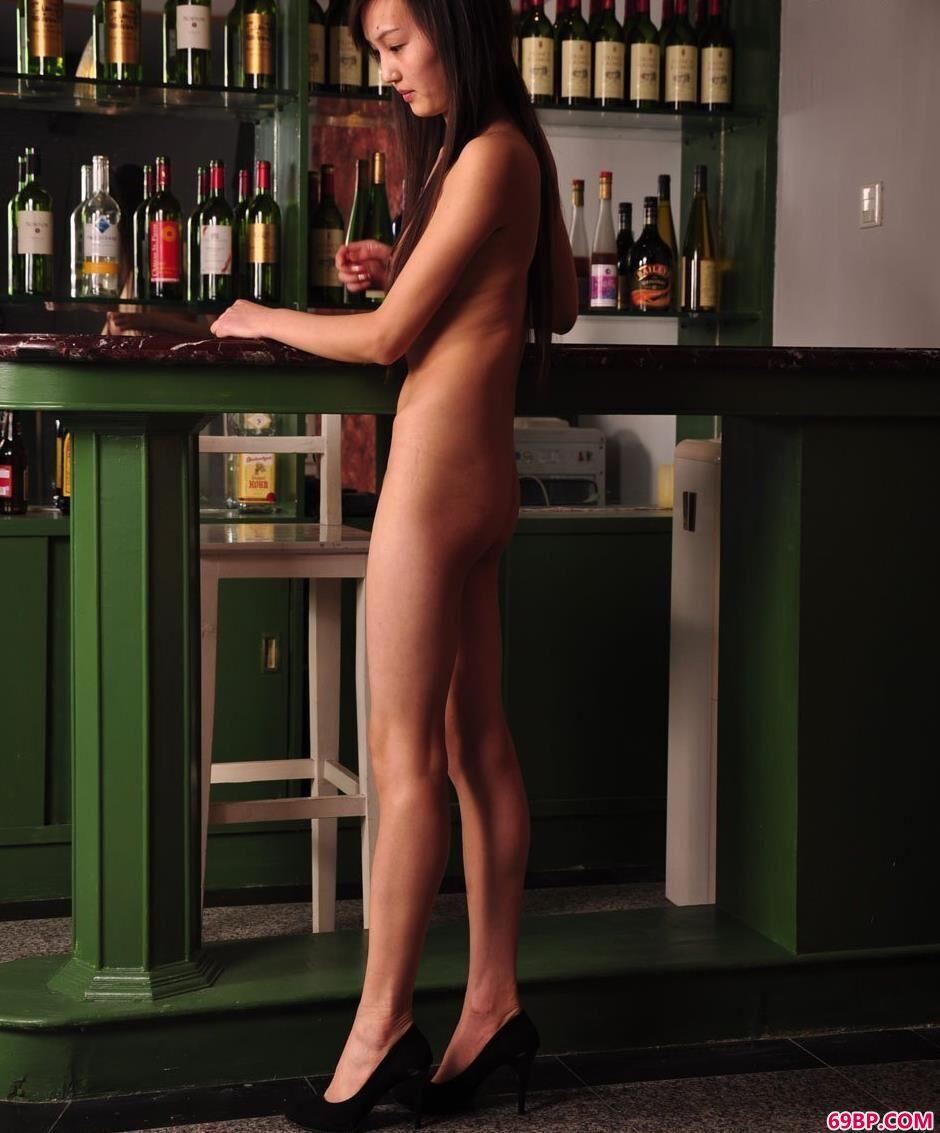 超模明明吧台里的清唯美体1_人体模特造型艺术中女图片