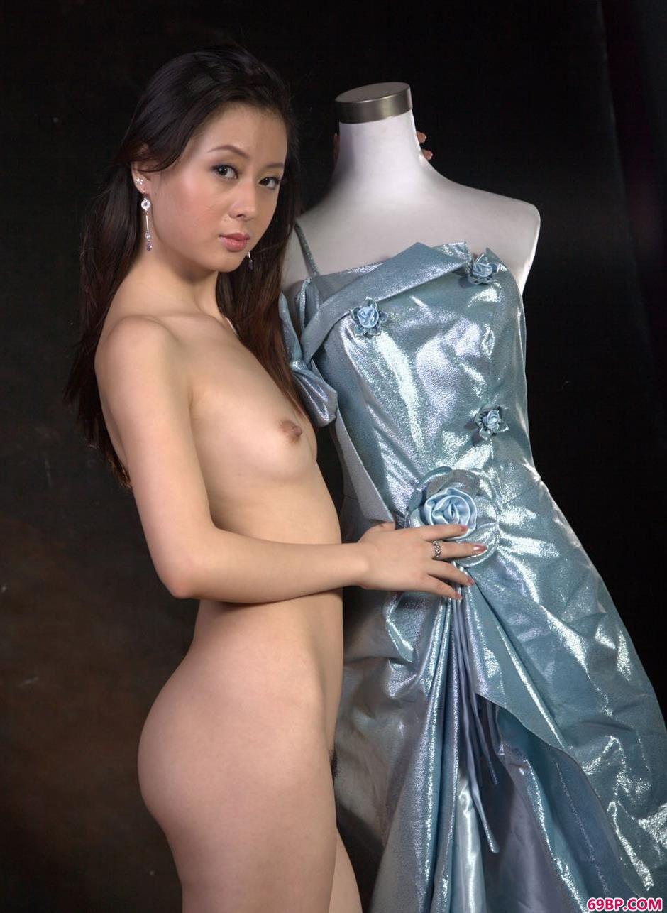 嫩模娜娜图片棚里的时装人体_极品人体室内棚拍