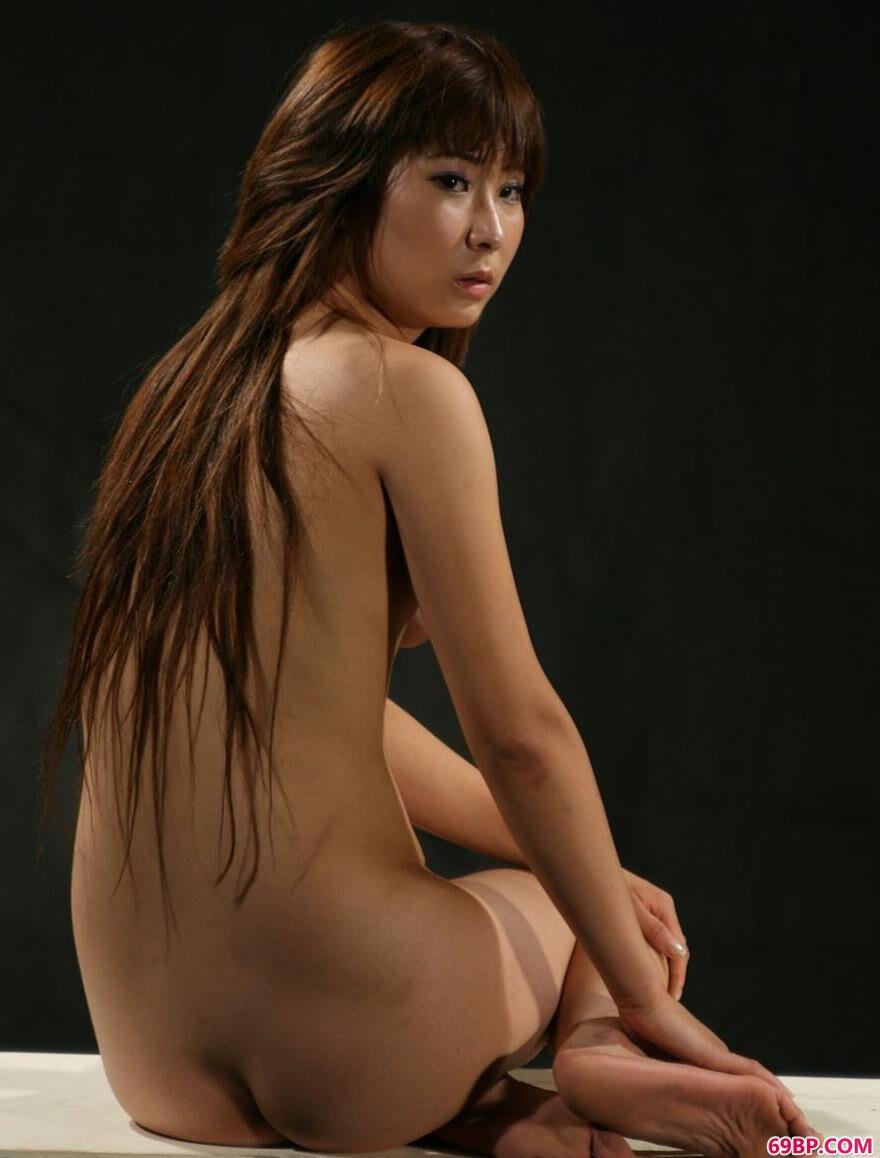 靓妹依娜在深圳小黑屋里的无圣光人体