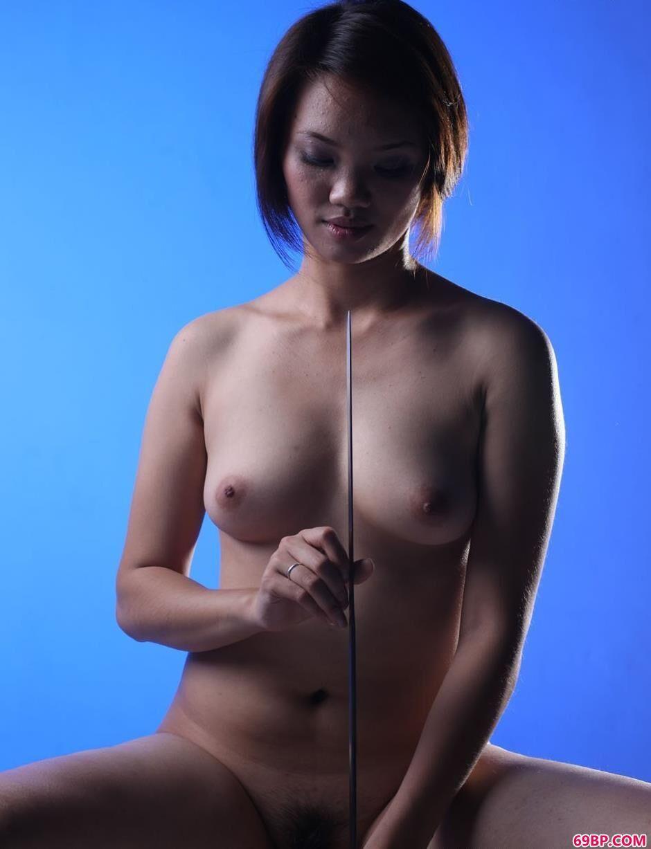 gogo西西人体人胆人体照片,耍剑的靓妹错错拍人体