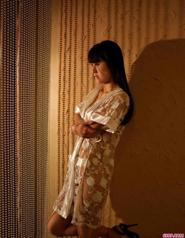 超模唤莎室内人体1_第八届淄博陶瓷彩绘图片