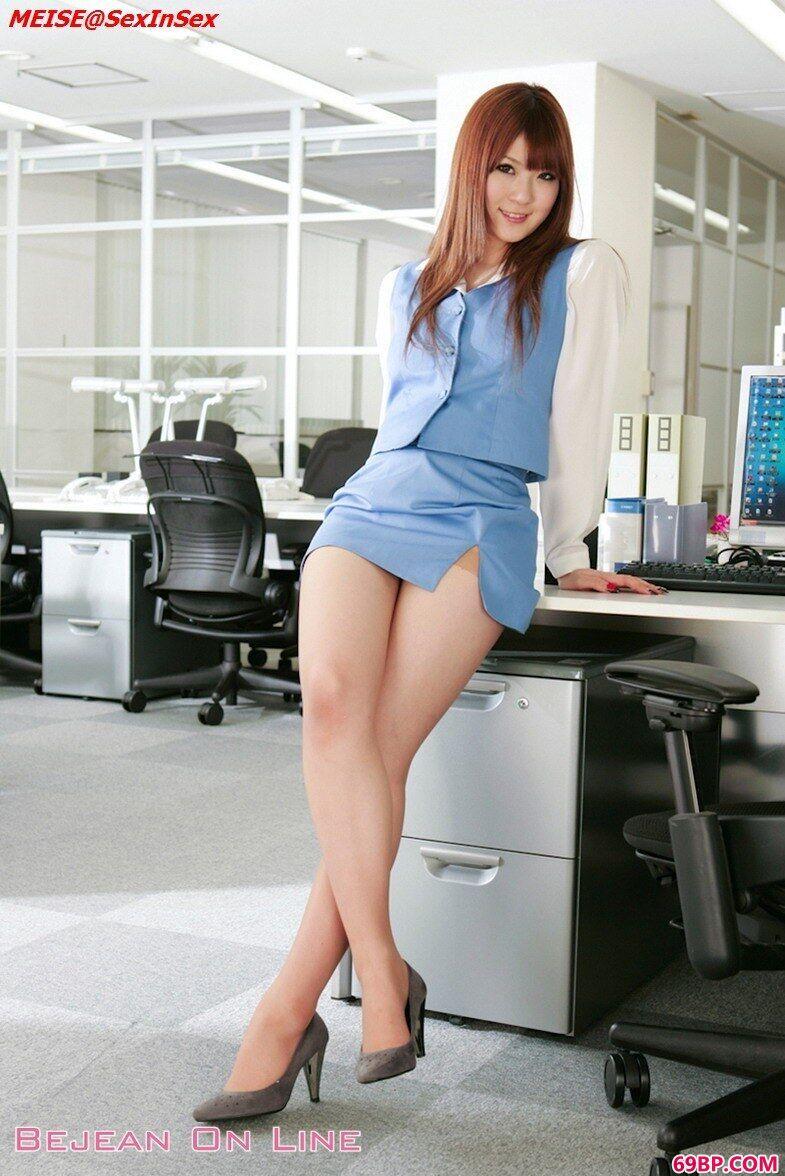 丰腴美丽职场OL女性人体图