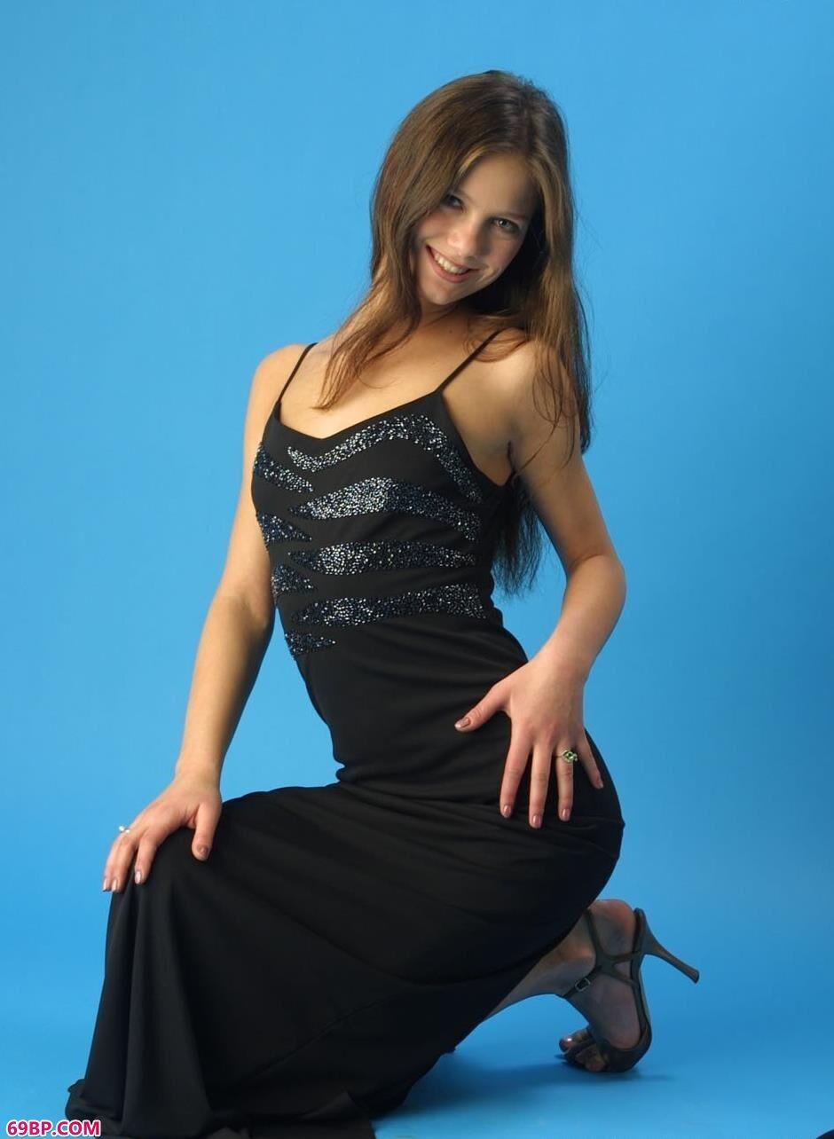 MYSTERIA黑裙好身材_午夜日本大胆裸艺术