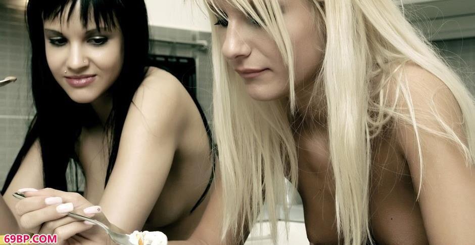 上一篇粉嫩木耳15P_裸模SHIVA和JORDAN拍人体吃雪糕