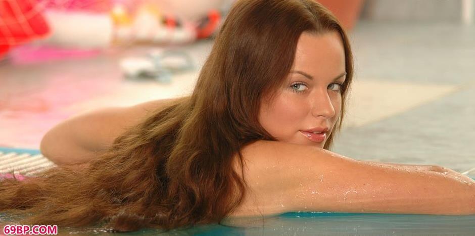 捷克妮娜阿泳池里的裸模3
