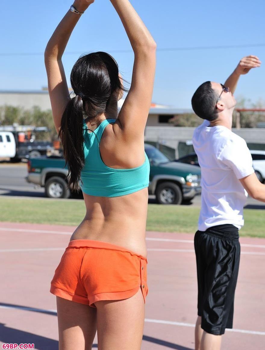 喜欢打篮球的人体美媚2_性感美胸