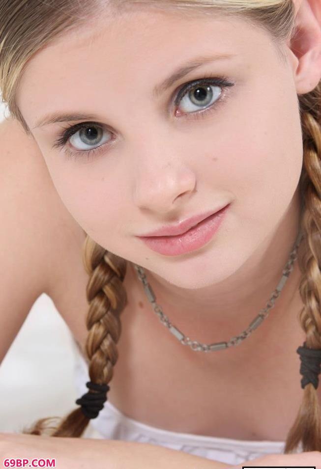 亚洲小便公共厕所偷拍_美国16岁妹子嫩体摄影