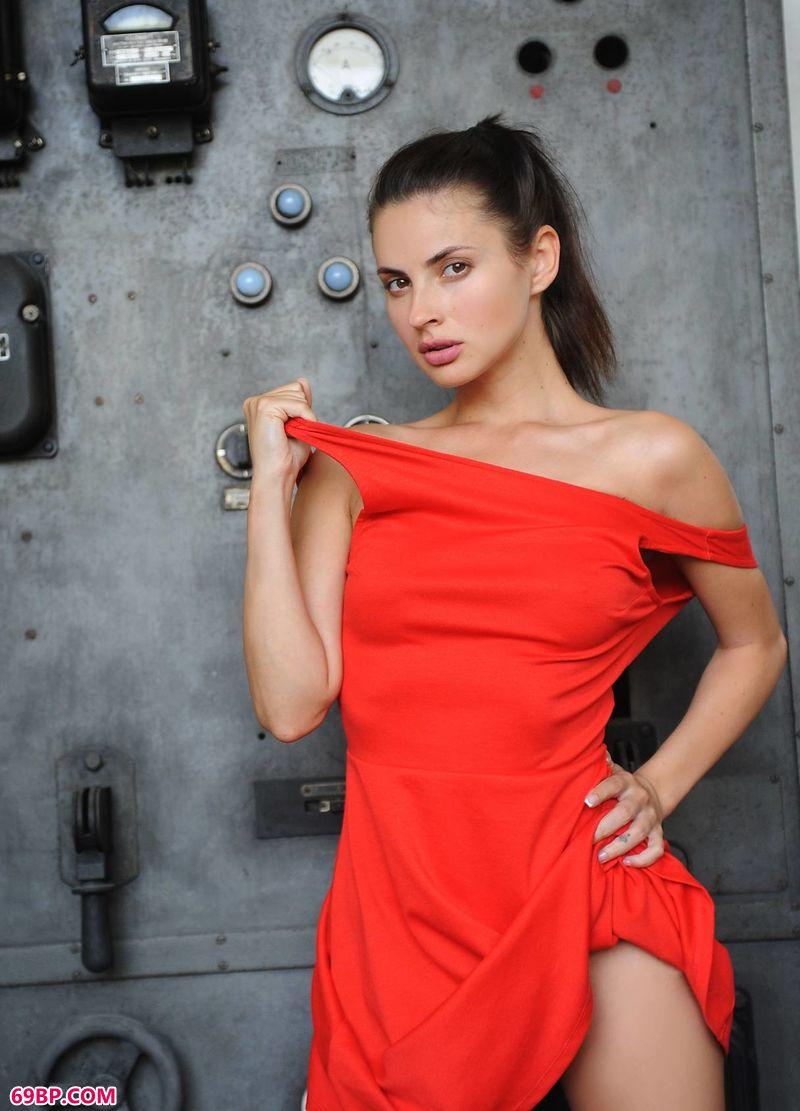 工厂里的红裙Jasmine