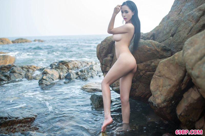 海滩岩石御姐黄可_女�体摄影